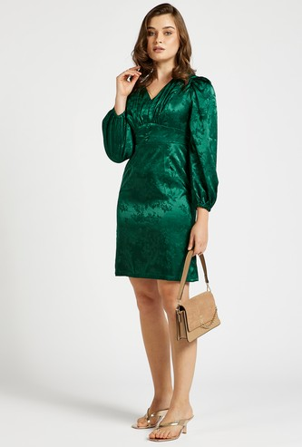 Jacquard Patterned Knee-Length Dress with V-neck and Puff Sleeves