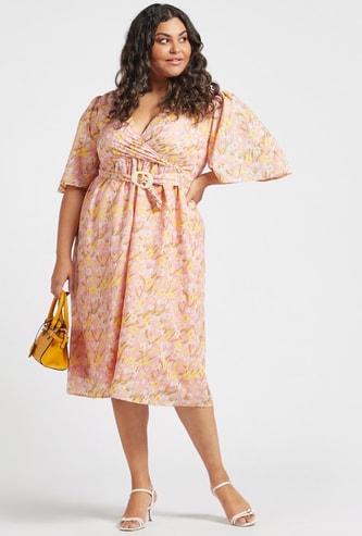 فستان ميدي إيه لاين ملفوف بطبعات أزهار وأكمام قصيرة عريضة