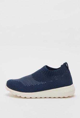 حذاء رياضي بارز الملمس بألسنة سحب