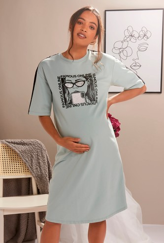 Graphic Print Maternity T-shirt Dress with Crew Neck and Short Sleeves