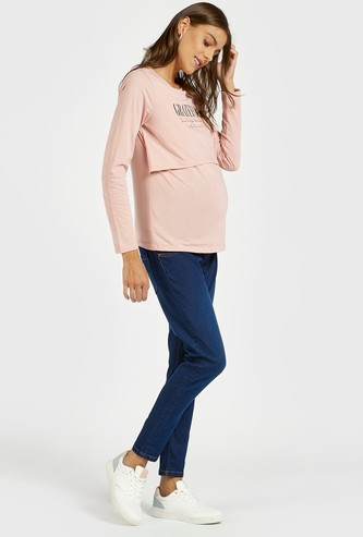 Solid Maternity Mid-Rise Jeans with Pocket Detail and Zip Closure