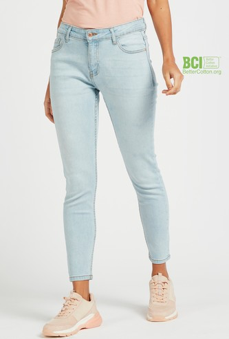 Skinny Fit Mid-Rise Cropped Jeans with Pocket Detail