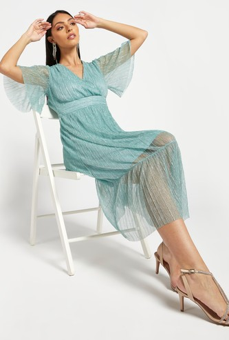 Textured Tiered Midi A-line Dress with V-neck and Flared Sleeves
