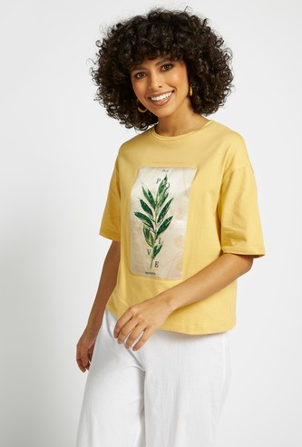Graphic Print Boxy T-shirt with Round Neck and Short Sleeves