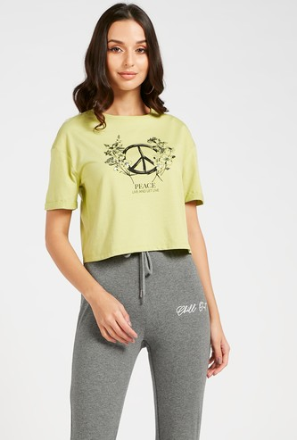 Graphic Print Boxy Crop T-shirt with Round Neck and Short Sleeves