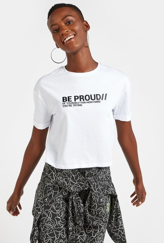 Slogan Print Boxy T-shirt with Round Neck and Short Sleeves