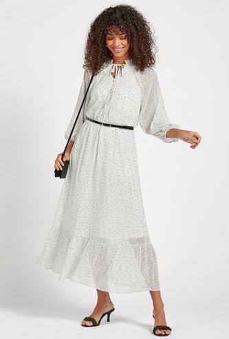 فستان طويل متعدد الطبقات بطبعات وأكمام 3/4 وحزام