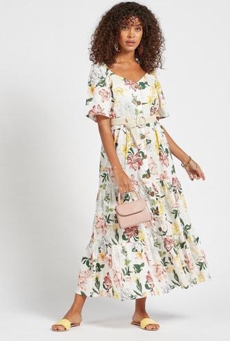 فستان طويل متعدد الطبقات بأكمام قصيرة وطبعات زهور