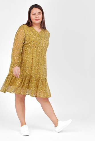 فستان متوسط الطول بأكمام بأساور مطاطية وطبعات زهرية