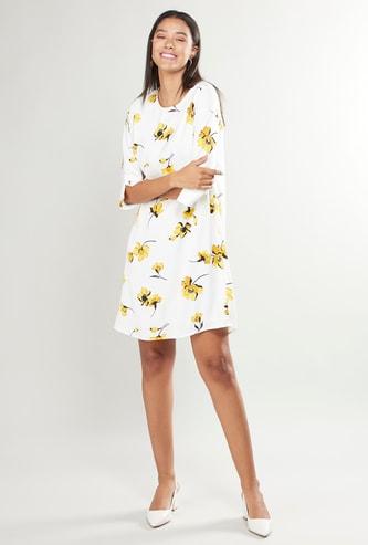فستان قصير واسع بياقة مستديرة وأكمام 3/4 وطبعات أزهار