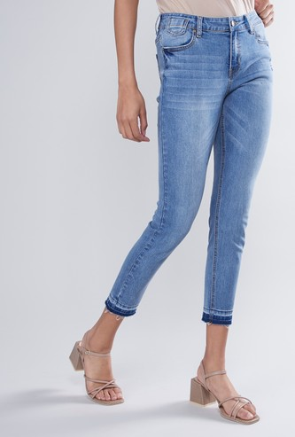 Skinny Fit Cropped Mid Waist Jeans with Pockets and Frayed Grazers