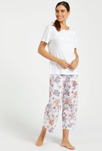 Solid Round Neck T-shirt and Floral Print 3/4 Pyjama Set
