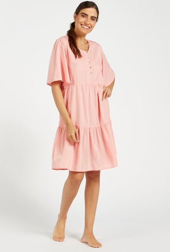 قميص نوم منقط بياقة مستديرة وأكمام واسعة