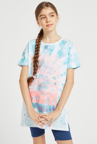 Text Print Tie-Dyed Longline T-shirt with Round Neck and Short Sleeves