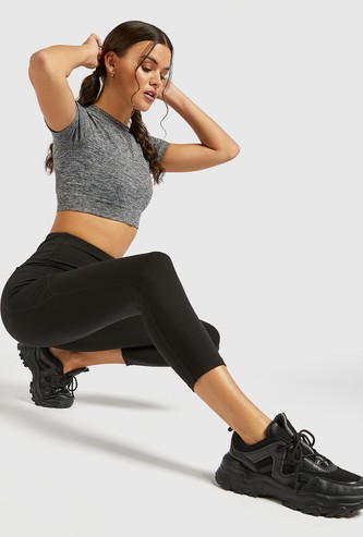 Slim Fit Solid 3/4 Mid-Rise Leggings with Side Pocket Detail