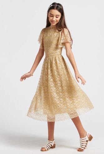 فستان ميدي دانتيل بارز الملمس بأكمام كاب وسحّاب إغلاق
