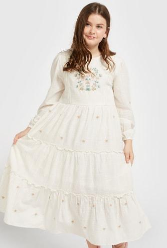فستان ميدي بوهو مطرز أزهار وأكمام طويلة