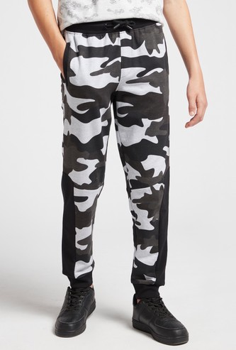 Camouflage Print Cut and Sew Jog Pants with Pockets and Drawstring
