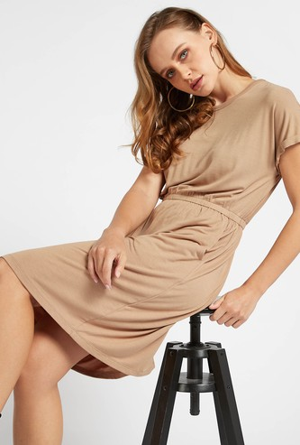 Solid Shift Dress with Short Sleeves and Pocket Detail