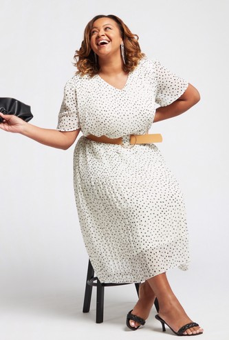 فستان ميدي إيه لاين بطبعات منقّطة وأكمام قصيرة وحزام