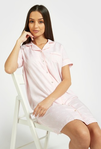 All-Over Daisy Print Sleepshirt with Spread Collar and Short Sleeves