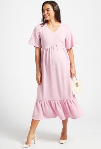 فستان حوامل ميدي بارز الملمس متعدد الطبقات بأكمام قصيرة