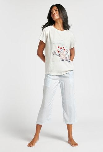 Graphic Print Short Sleeves T-shirt and Solid 3/4 Pyjama Set