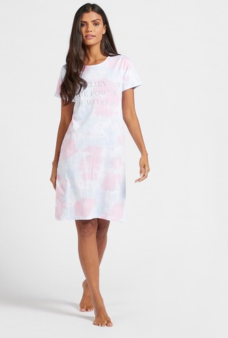 Text Print Tie-Dyed Sleep Dress with Round Neck and Short Sleeves