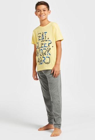 Slogan Print Crew Neck T-shirt and Solid Pyjama Set