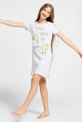 قميص نوم بياقة مستديرة وأكمام قصيرة وطبعات لوسي ماوس