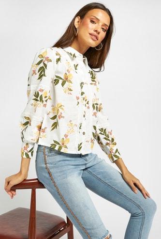 قميص بأكمام طويلة وتفاصيل دانتيل وطبعات أزهار