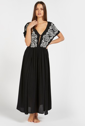 Embroidered Detail Kaftan with V-neck and Extended Sleeves