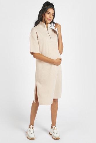 فستان واسع مضلع بفتحات جانبية للحوامل