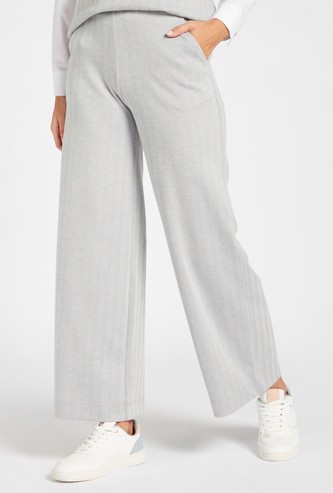 Textured Full Length Mid-Rise Pants with Pocket Detail