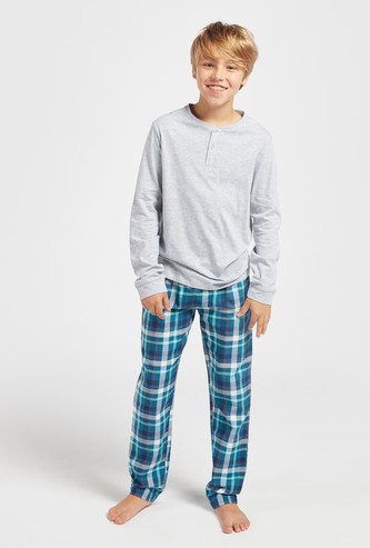 Solid Henley Neck T-shirt and Checked Pyjama Set