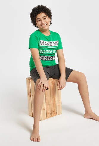 Text Print T-shirt and Solid Shorts Set