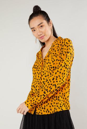 قميص بياقة عادية وطبعات حيوان وأكمام طويلة