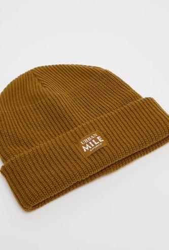 قبعة بيني بارزة الملمس