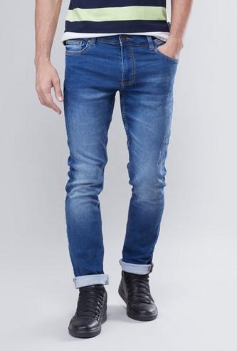 بنطلون جينز بقصة سليم بخصر متوسط الإرتفاع مزود بخمسة جيوب