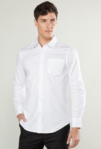 قميص سادة بياقة عادية وجيب خارجي