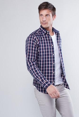 قميص كاروهات بأكمام بألسنة تثبيت ووصلة أزرار كاملة