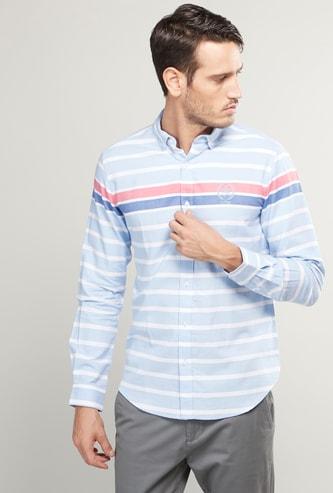 قميص سليم مخطّط بأكمام طويلة