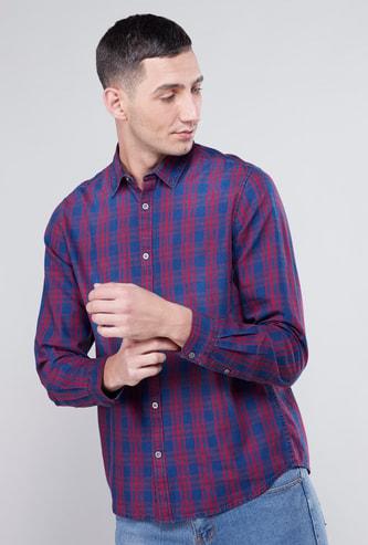 قميص مربّعات بأكمام طويلة