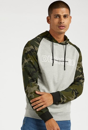 Slim Fit Camouflage Print Hoodie with Pockets and Long Sleeves