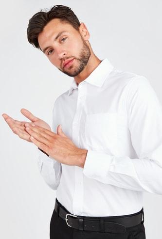 قميص سادة بأكمام طويلة وتفاصيل جيوب