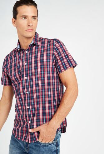 قميص مربعات بأكمام قصيرة وياقة عادية
