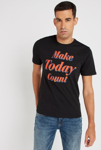 Slim Fit Typographic Printed Stretch Fabric T-Shirt with Short Sleeves