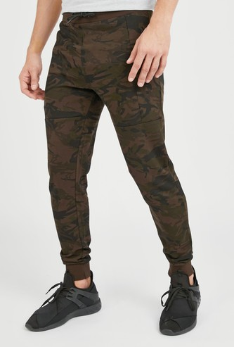 Camouflage Print Slim Fit Mid-Rise Joggers