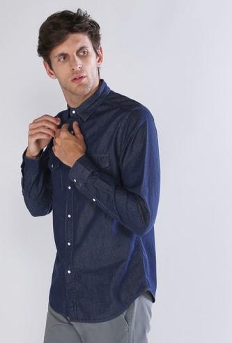 قميص بأكمام طويلة وجيب على الصدر