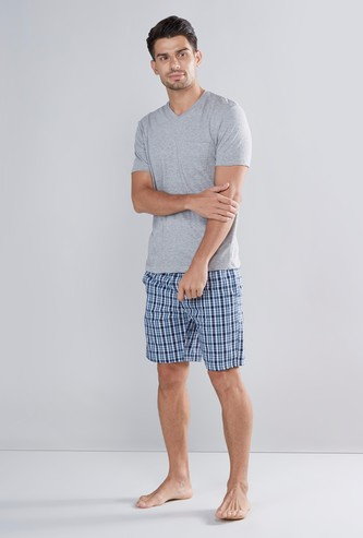 Patch Pocket V-neck T-shirt with Checked Drawstring Shorts Set